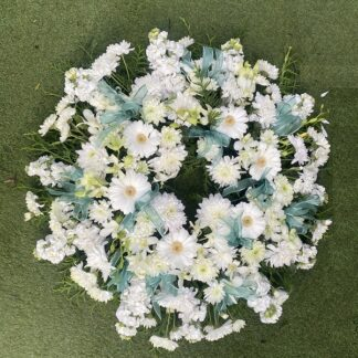 wreath white green